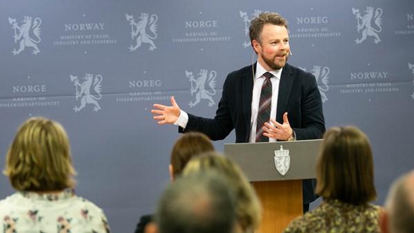 Næringsminister Torbjørn Røe Isaksen fra lanseringen av stortingsmeldingen (foto: NFD).